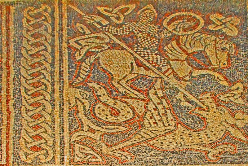 Ein Mosaik im Schiff der Klosterkirche von Ganagobie. Foto © Jochen Jahnke, gemeinfrei. Quelle: http://de.wikipedia.org/wiki/Datei:F10_39_Prieur%C3%A9_de_Ganagobie.0336.JPG [04.07.20149 Zum Vergrößern bitte auf das Bild klicken